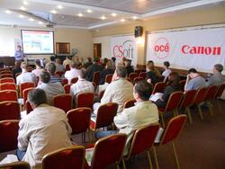 Доклад о широкоформатном оборудовании Осе, на слайде Oce PlotWave 300