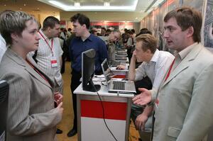 Выставка в фойе. Алексей Кашин рассказывает об электротехнических решениях