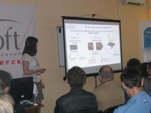 Специалист компании CSoft Новосибирск Мария Сыновьят рассказала участникам семинара о политике лицензирования, а также о легализации Altium Designer