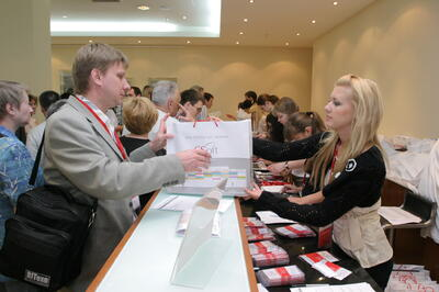 Все участники конференции получили специально подготовленные комплекты материалов