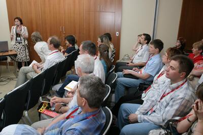 Гости внимательно знакомятся с возможностями нового ПО AutoCAD Civil 3D 2008