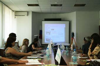 Алексей Могильниченко демонстрирует работу оборудования компании canon